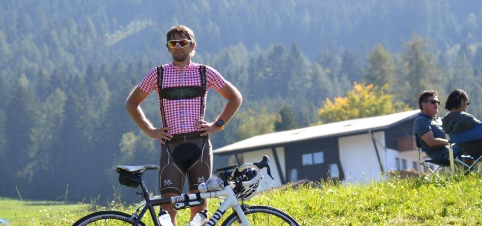 Onabike.cc - Cyclist in Bavarian Jersey